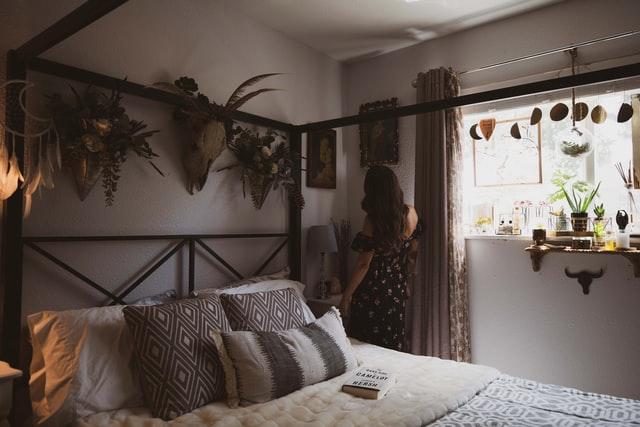 jak urządzić mieszkanie, wystrój wnętrz, domowe bióro, dekorowanie domu