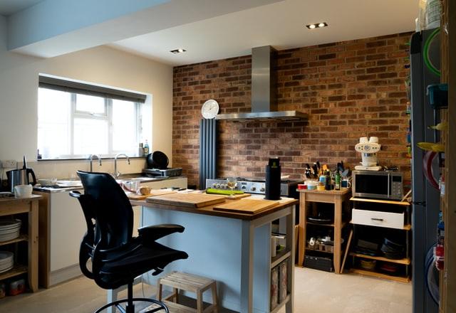 domowe biuro, praca z domu, praca z dalna, jak pracować z domu, jak urządzić biuro w domu