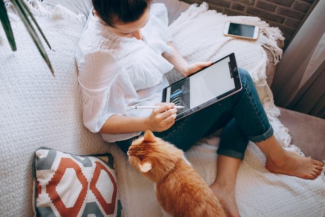 praca z domu, praca zdalna, jak pozostać produktywnym w czasie pracy zdalnej, produktywność w domu, praca zdalna a produktywność, jak pracować z domu