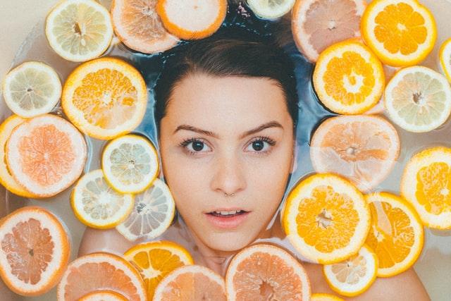 kąpiel, pielęgnacja, kąpiel relaksacyjna, ujędrnanie skóry, kapiel cytrusowa