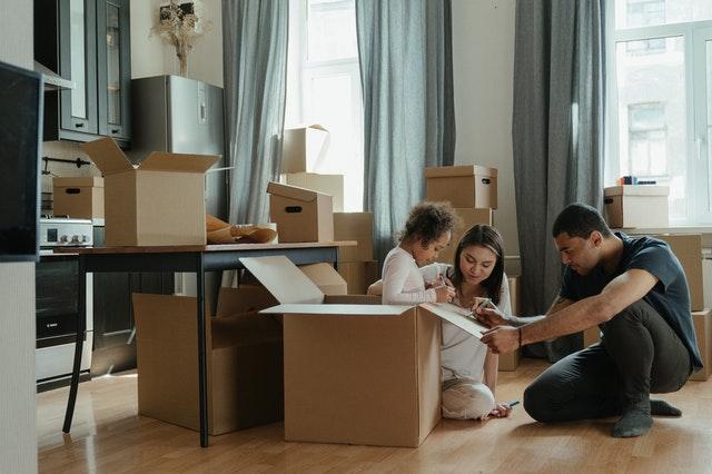 przeprowadzka, jak zorganizować przeprowadzkę, stres w czasie przeprowadzki, jak zaplanować przeprowadzkę, planowanie przeprowadzki, zmiana mieszkania, przeprowadzka bez stresu
