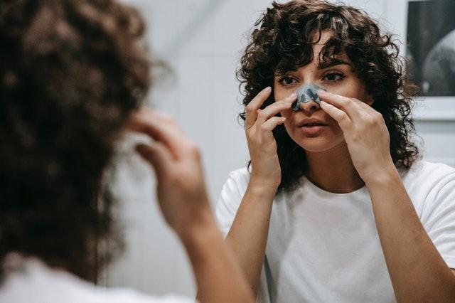 glinka, glinki na twarz, maska z glinką, co robi maska z glinką, jak działa glinka, jak nakładać glinkę, glinka na trądzik, glinka dla tłustej cery