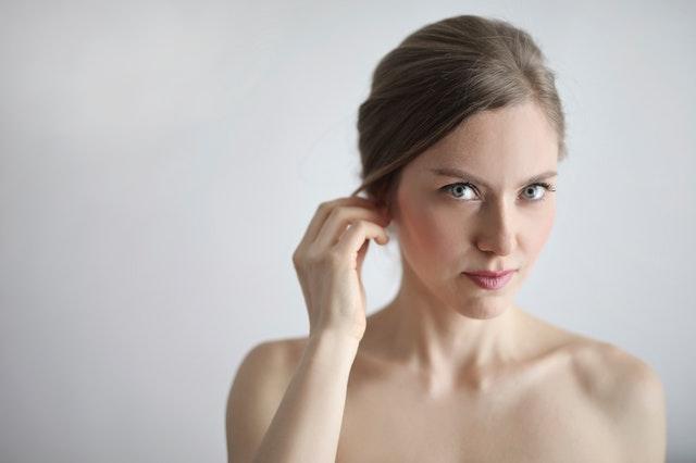 zdrowsza cera, zdrowsze włosy, jak zmienić nawyki na lepsze, rutyna pielęgnacyjna, zdrowsze nawyki