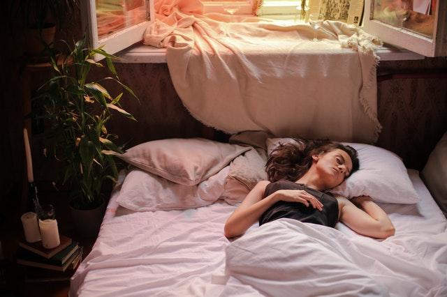 bezsenność, problemy ze snem, jak poradzić sobie z bezsennością, jak uregulować sen