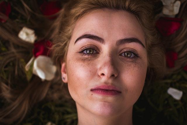 błędy w pielęgnacji skóry, jak odłodzić skórę, jak dbać o cerę, błędy w pielęgnacji które postarzają