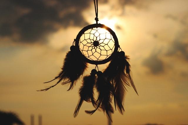 jak mieć lepsze sny, jak lepiej spać, jak mieć pozytywne sny, jak kontrolować swoje sny, jak unikać koszmarów